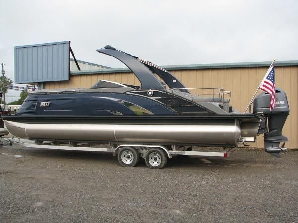 2021 Bennington boat for sale, model of the boat is QX25CW & Image # 33 of 61