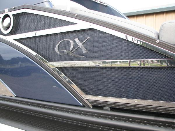 2021 Bennington boat for sale, model of the boat is QX25CW & Image # 37 of 61