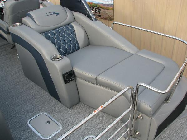 2021 Bennington boat for sale, model of the boat is QX25CW & Image # 38 of 61