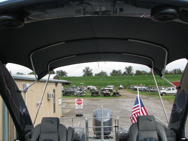 2021 Bennington boat for sale, model of the boat is QX25CW & Image # 43 of 61