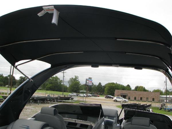 2021 Bennington boat for sale, model of the boat is QX25CW & Image # 46 of 61
