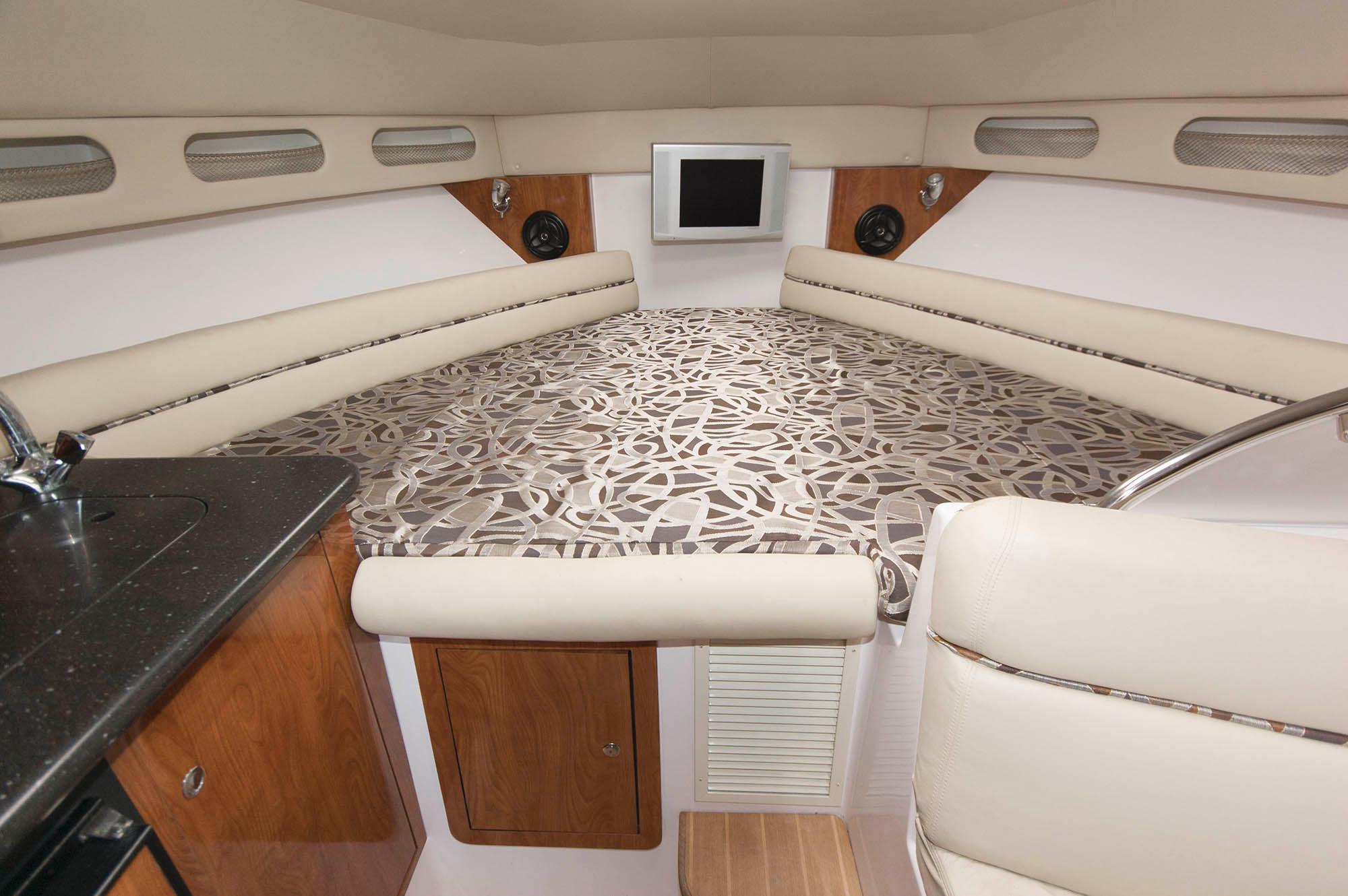 M 5683 WT Knot 10 Yacht Sales