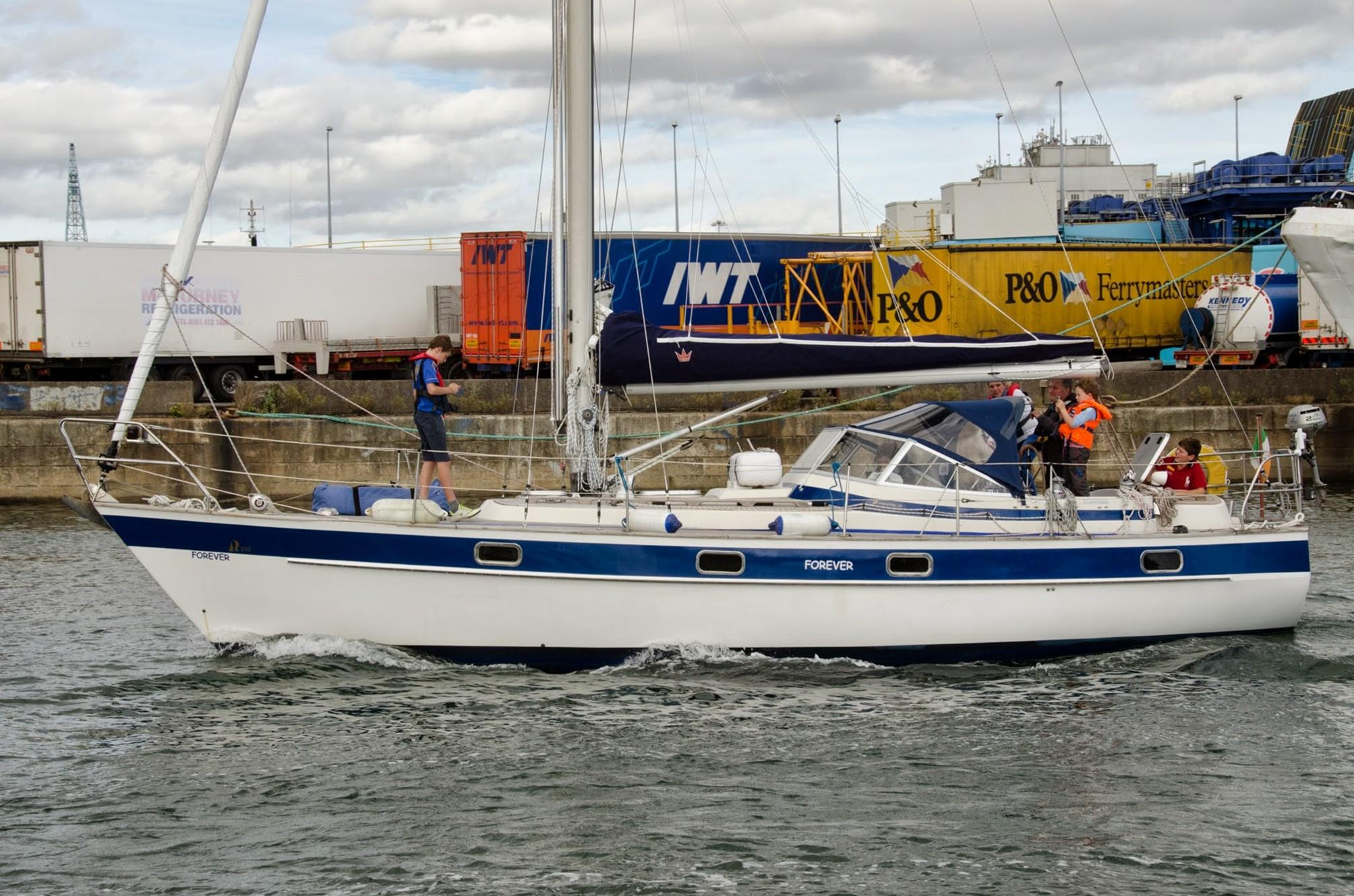 Hallberg-Rassy 352 for sale
