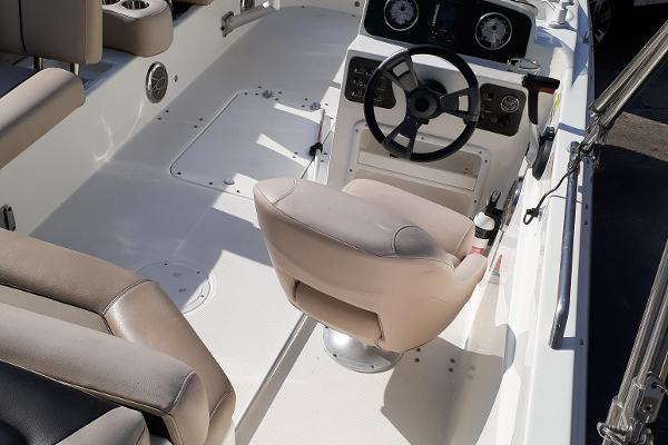 2014 Hurricane boat for sale, model of the boat is SunDeck Sport 201 I/O & Image # 8 of 12