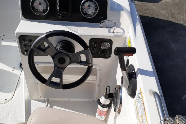 2014 Hurricane boat for sale, model of the boat is SunDeck Sport 201 I/O & Image # 9 of 12