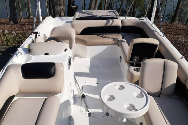 2014 Hurricane boat for sale, model of the boat is SunDeck Sport 201 I/O & Image # 10 of 12