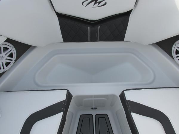 2021 Monterey boat for sale, model of the boat is 218 SS & Image # 14 of 48