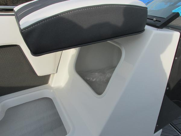 2021 Monterey boat for sale, model of the boat is 218 SS & Image # 17 of 48
