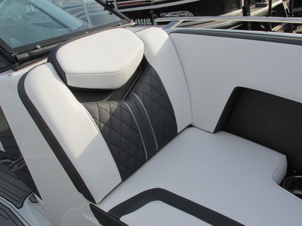2021 Monterey boat for sale, model of the boat is 218 SS & Image # 18 of 48