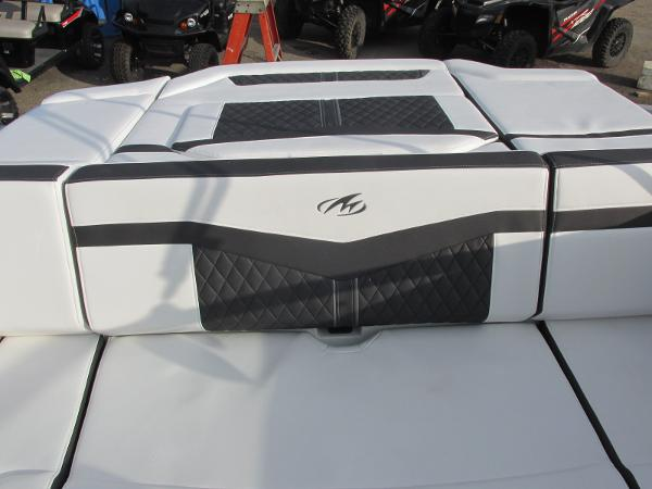 2021 Monterey boat for sale, model of the boat is 218 SS & Image # 25 of 48
