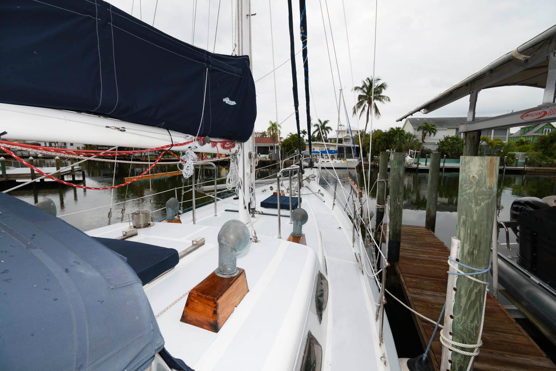 F 6063 SK Knot 10 Yacht Sales
