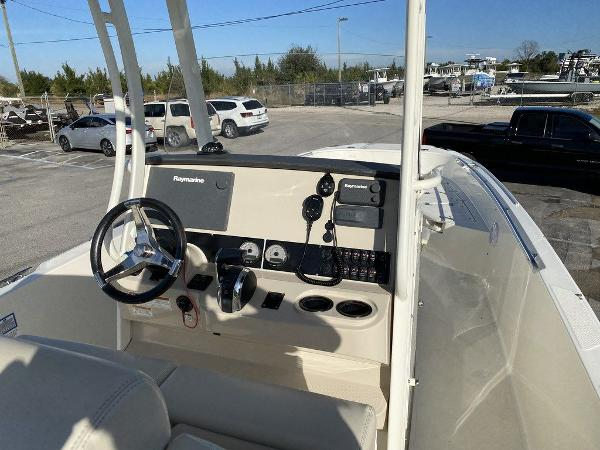 2018 Boston Whaler boat for sale, model of the boat is 270 Dauntless & Image # 5 of 14