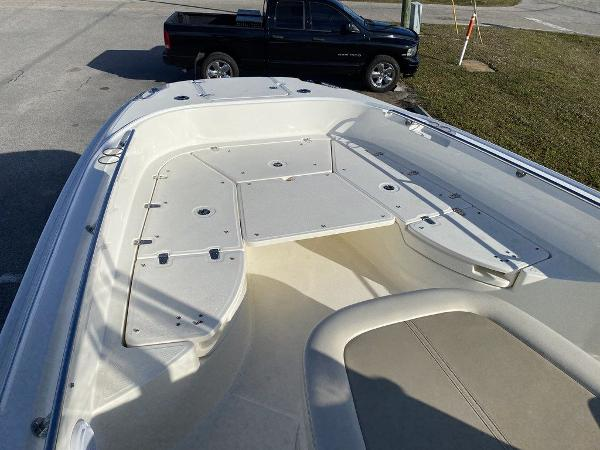 2018 Boston Whaler boat for sale, model of the boat is 270 Dauntless & Image # 8 of 14