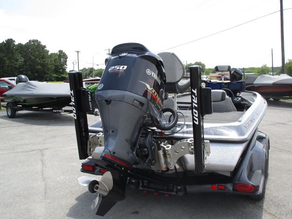 2017 Skeeter boat for sale, model of the boat is FX 21 & Image # 7 of 36