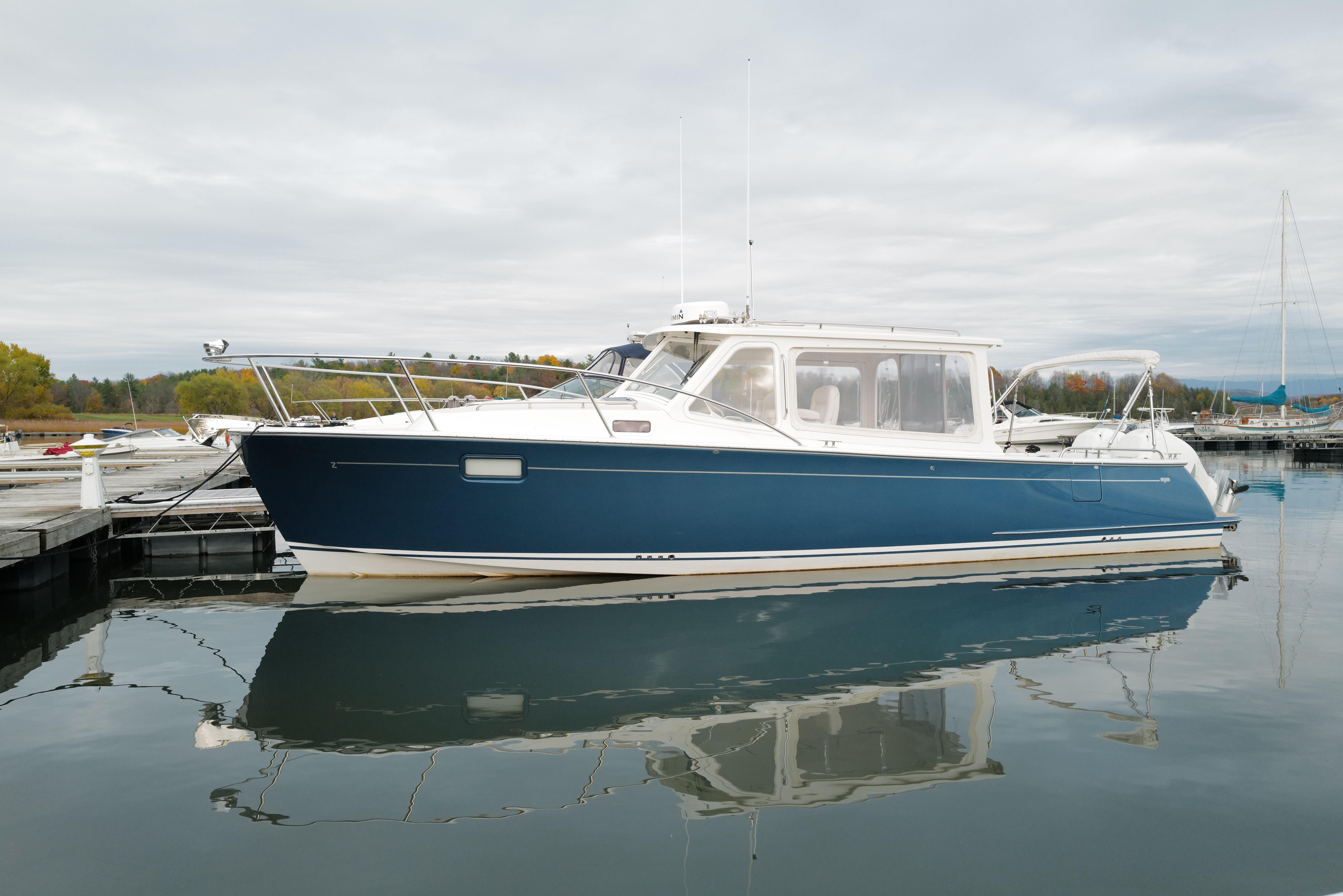 35' MJM Yachts 2018