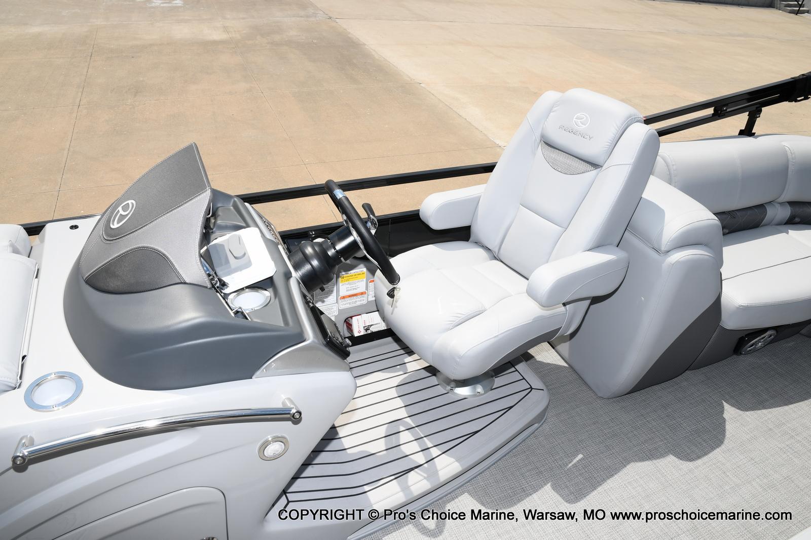 2021 Regency boat for sale, model of the boat is 250 LE3 & Image # 47 of 50