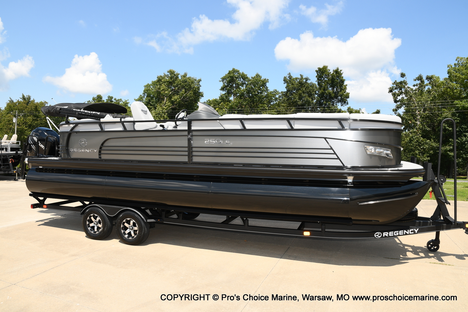 2021 Regency boat for sale, model of the boat is 250 LE3 & Image # 1 of 50