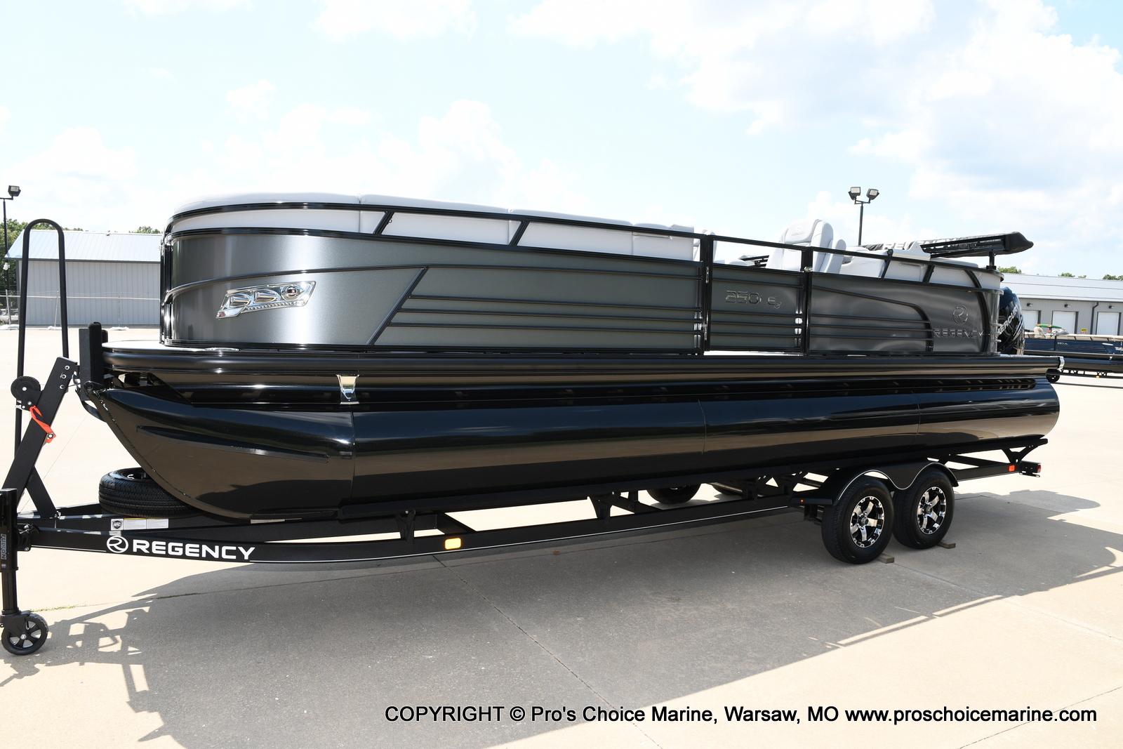 2021 Regency boat for sale, model of the boat is 250 LE3 & Image # 3 of 50