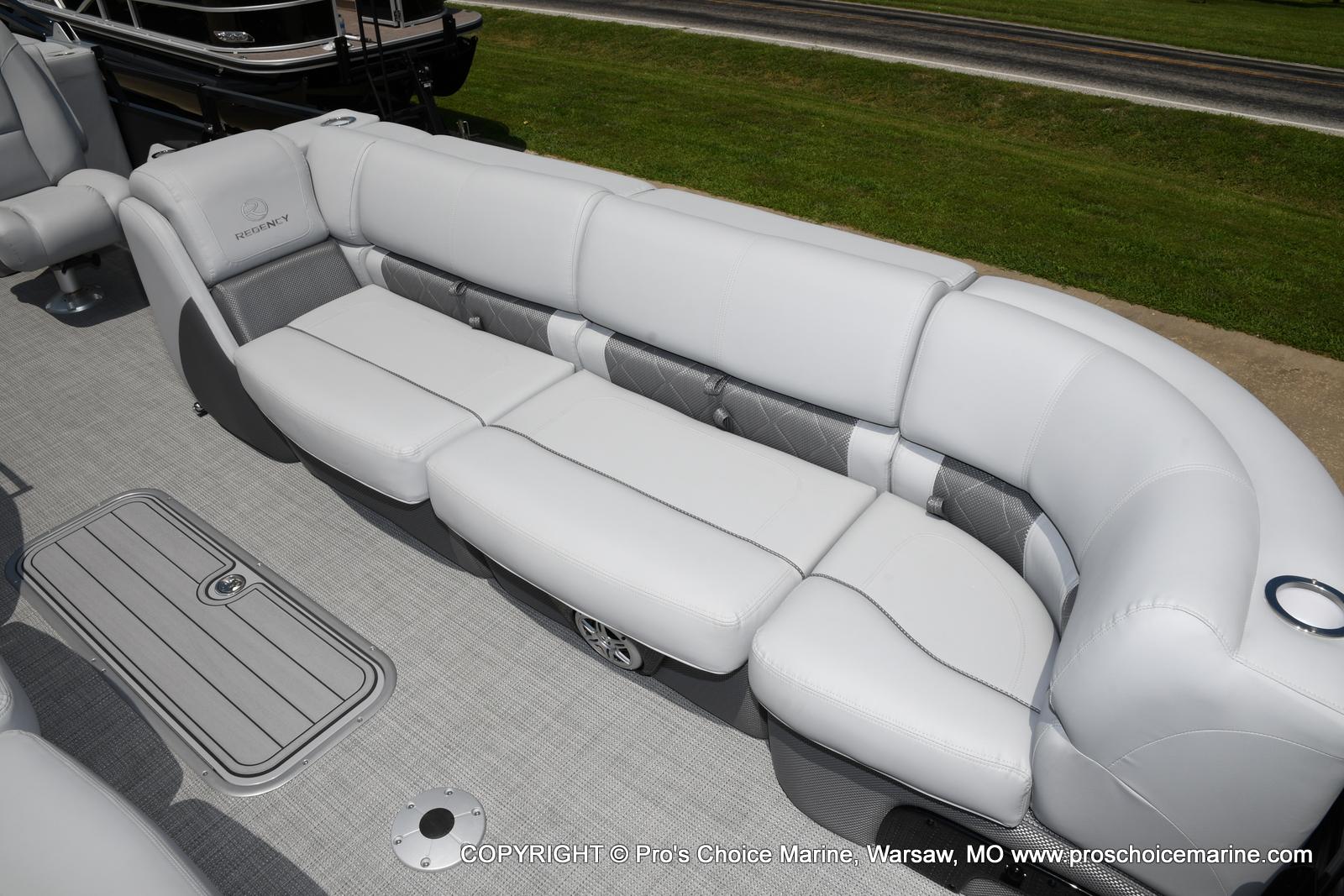 2021 Regency boat for sale, model of the boat is 250 LE3 & Image # 4 of 50