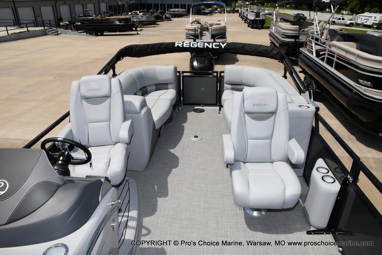 2021 Regency boat for sale, model of the boat is 250 LE3 & Image # 5 of 50