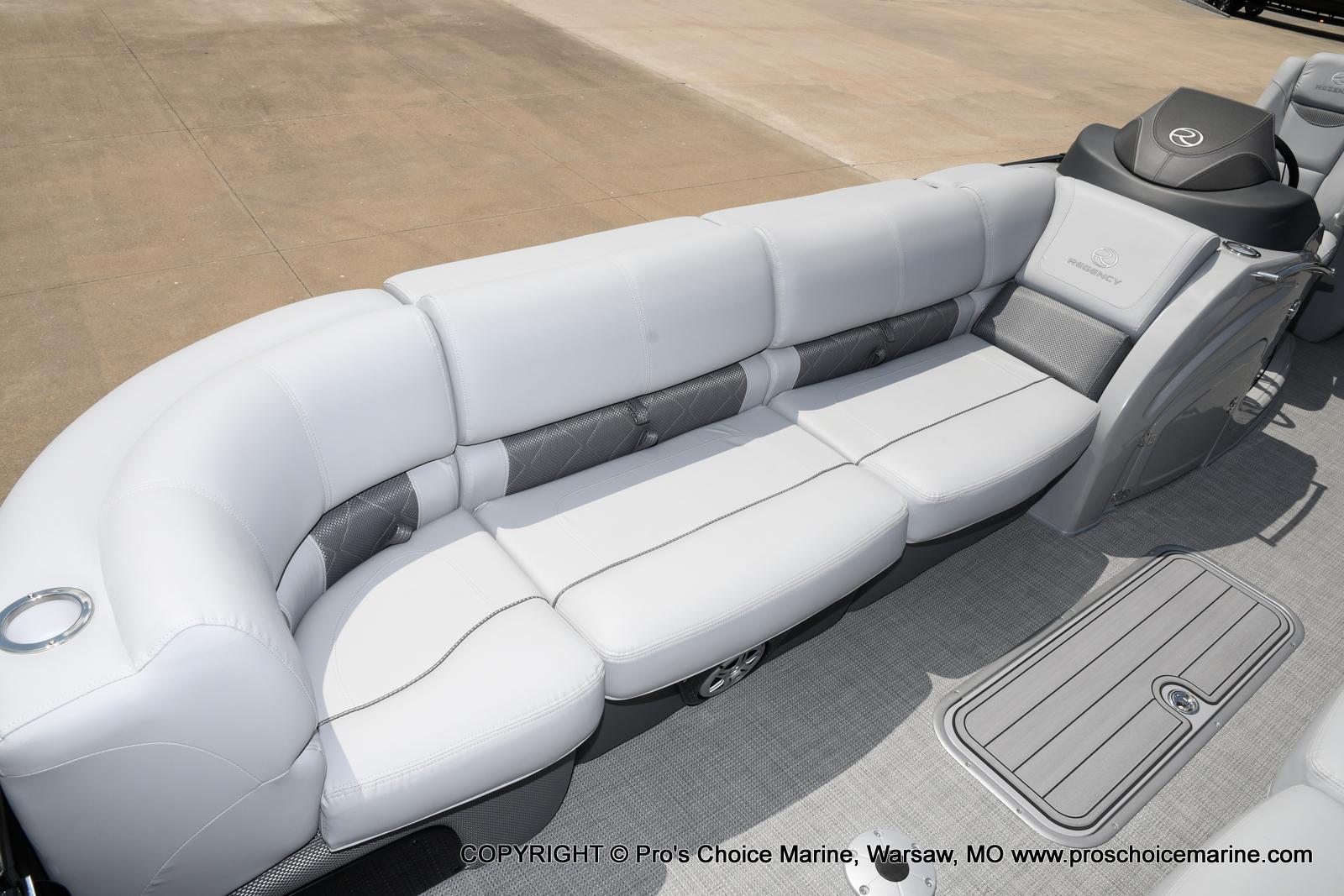 2021 Regency boat for sale, model of the boat is 250 LE3 & Image # 15 of 50