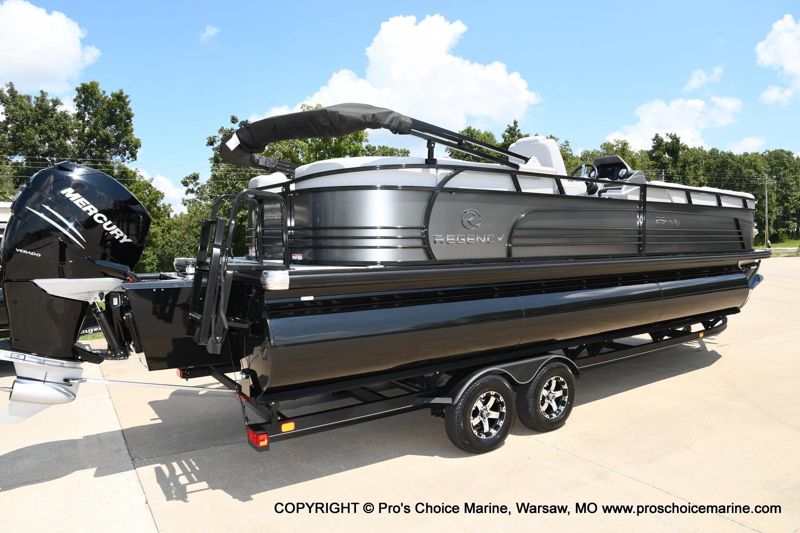 2021 Regency boat for sale, model of the boat is 250 LE3 & Image # 35 of 50