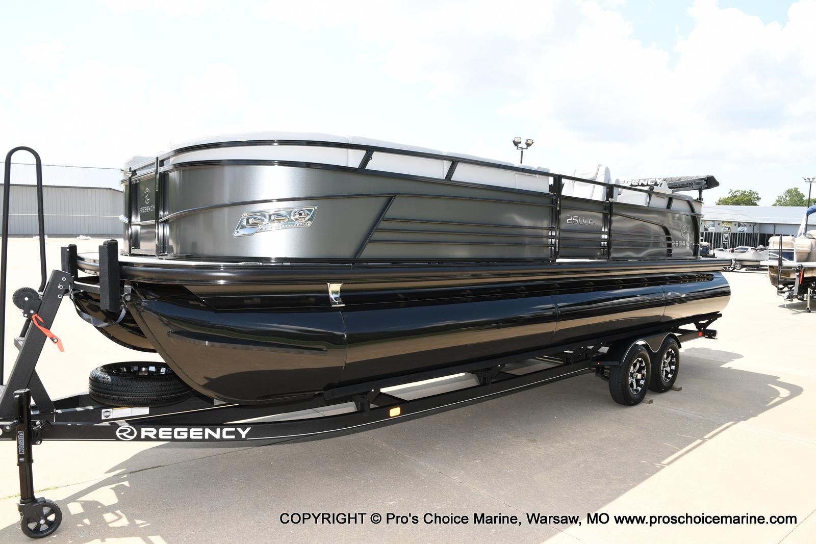 2021 Regency boat for sale, model of the boat is 250 LE3 & Image # 36 of 50