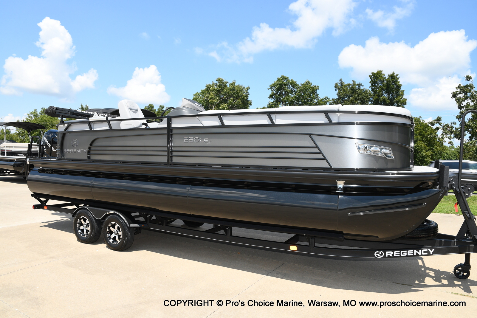 2021 Regency boat for sale, model of the boat is 250 LE3 & Image # 22 of 50