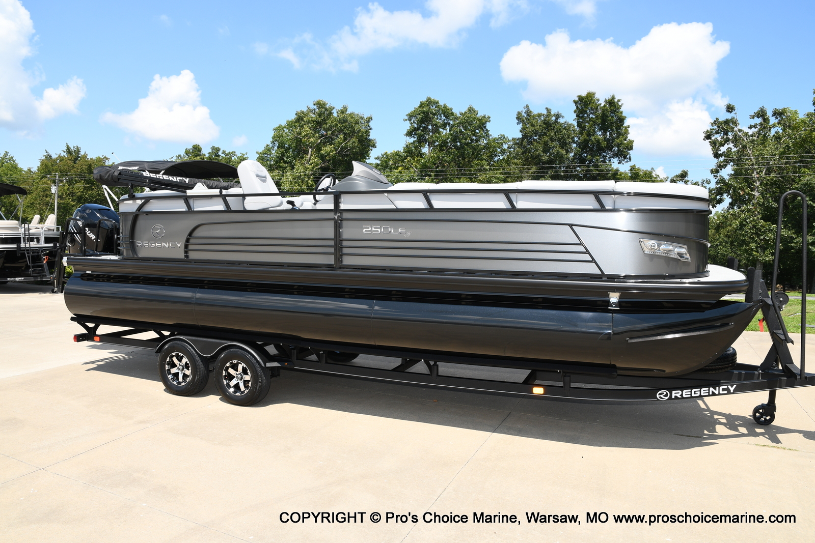 2021 Regency boat for sale, model of the boat is 250 LE3 & Image # 23 of 50
