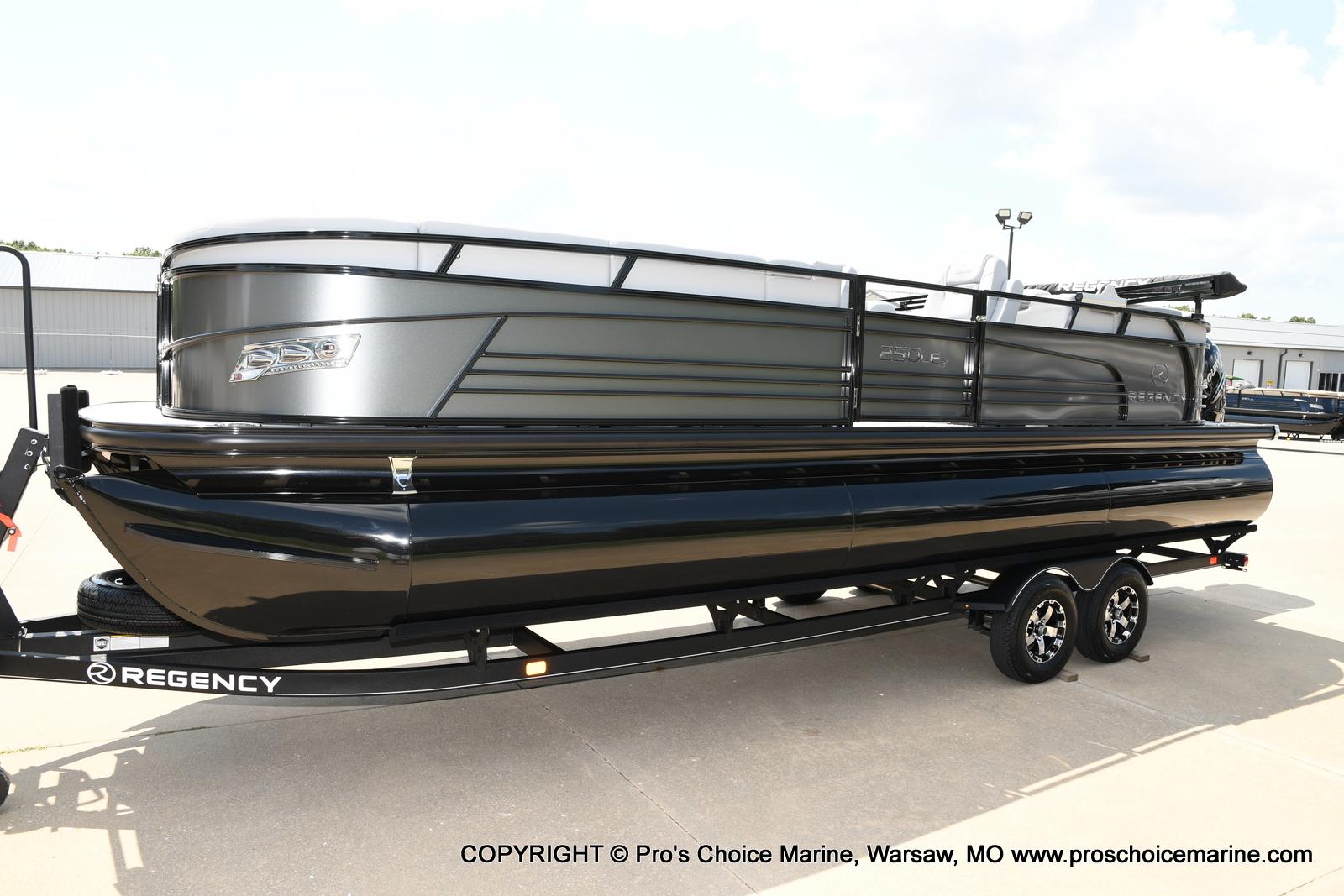 2021 Regency boat for sale, model of the boat is 250 LE3 & Image # 25 of 50