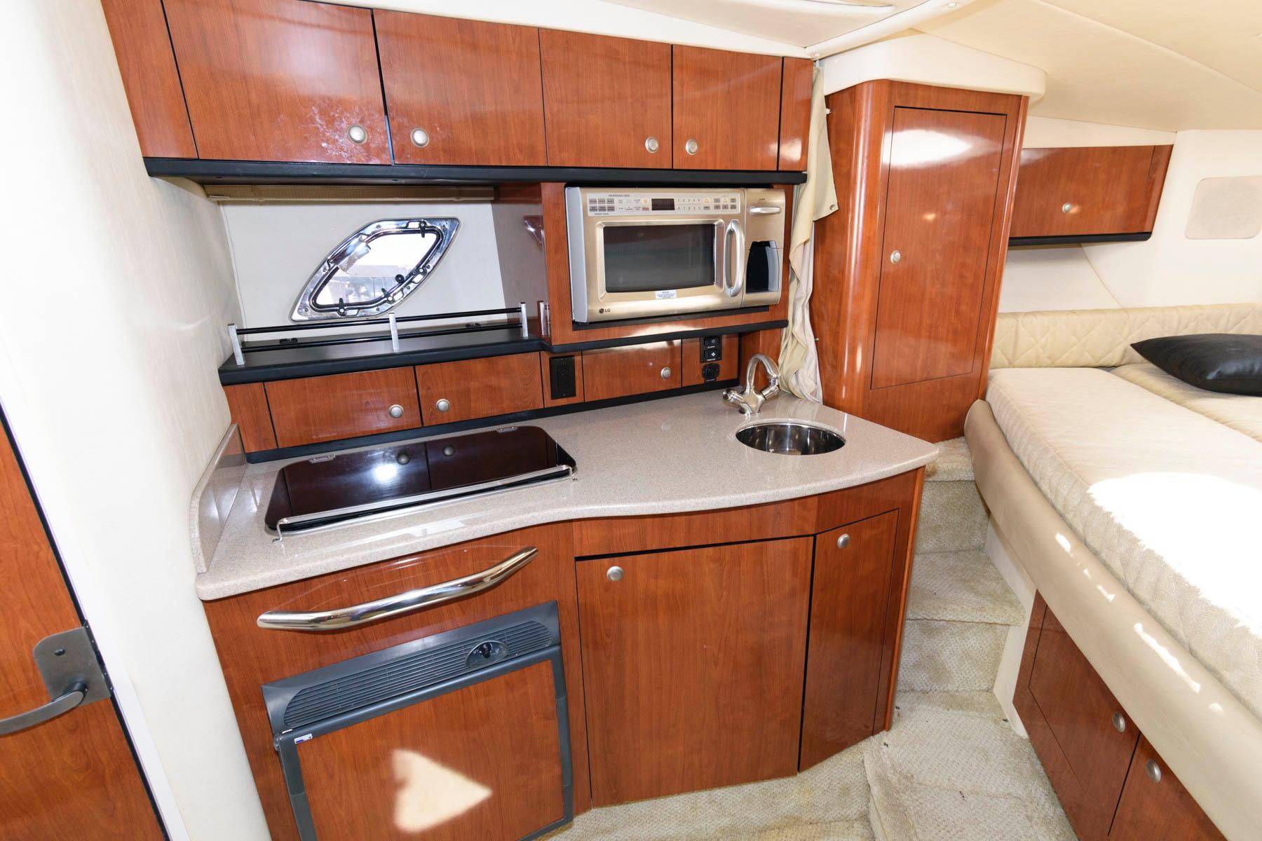 M 5742 PH Knot 10 Yacht Sales