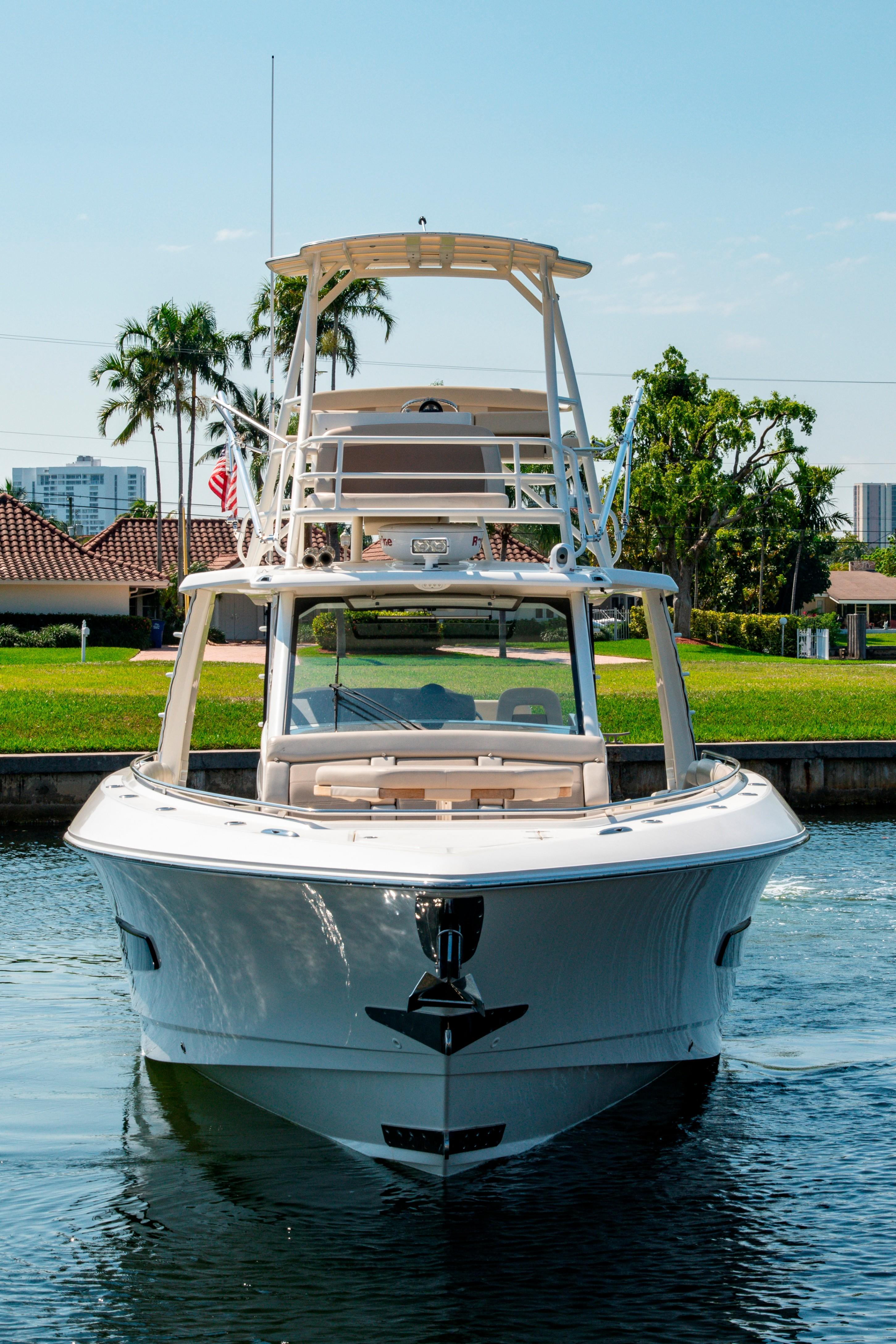 42' Boston Whaler 420 Outrage Fore Profile