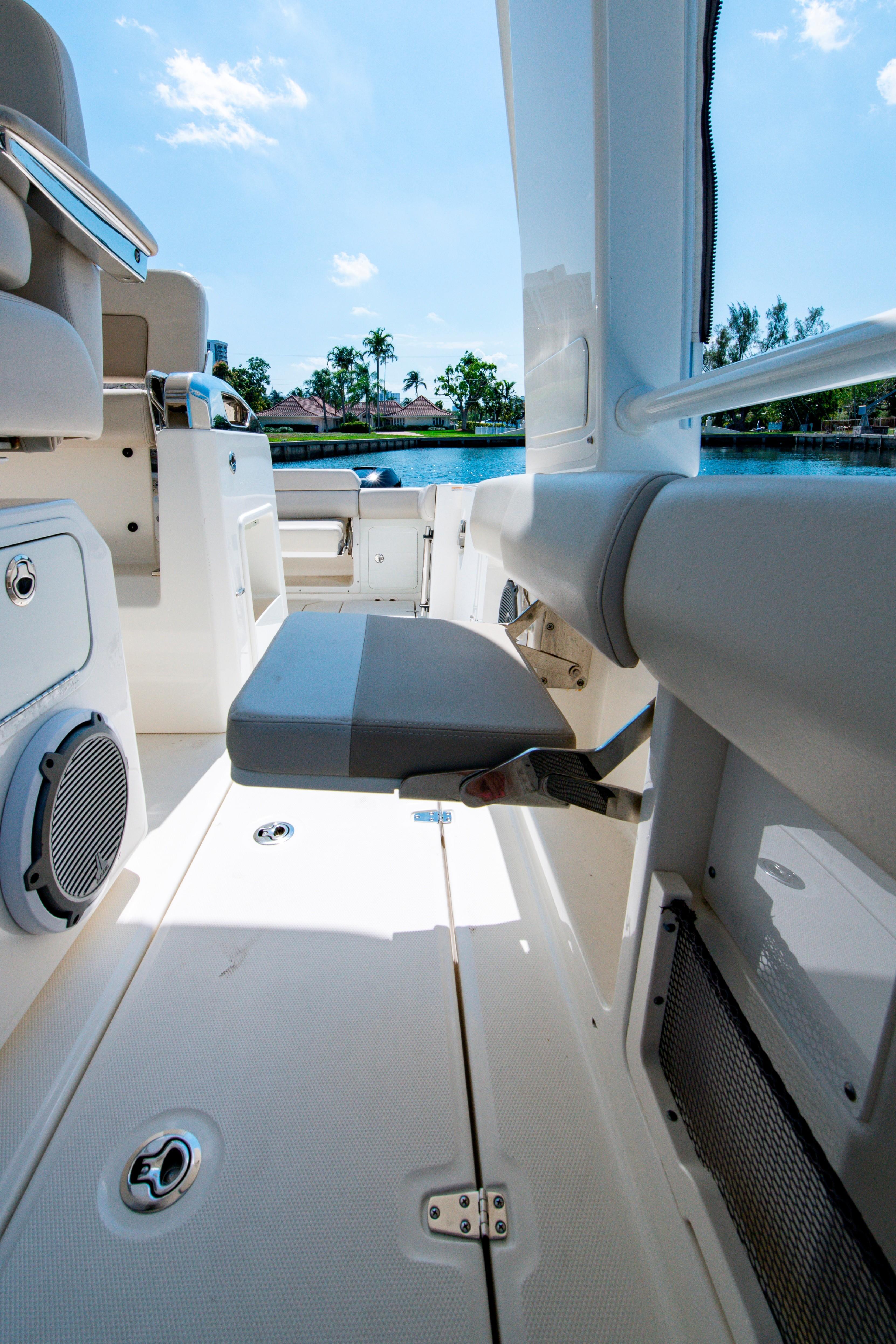 42' Boston Whaler 420 Outrage Cockpit