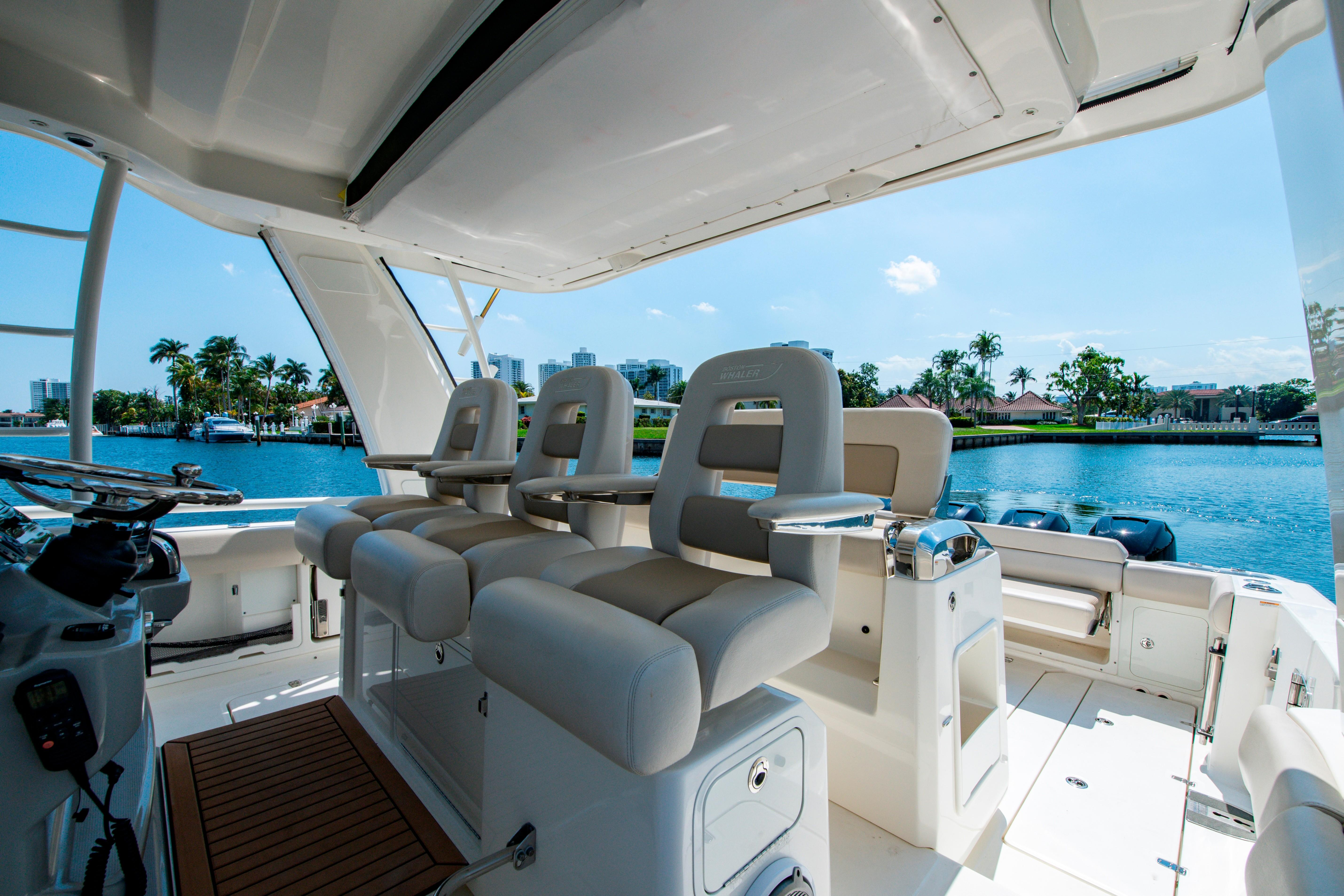 42' Boston Whaler 420 Outrage Helm Seating