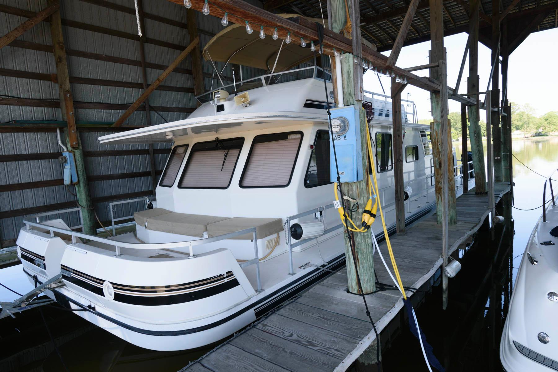 V 6138 JB Knot 10 Yacht Sales