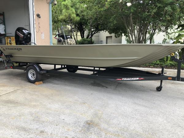 2022 Tracker Boats boat for sale, model of the boat is Grizzly 2072 CC & Image # 1 of 4