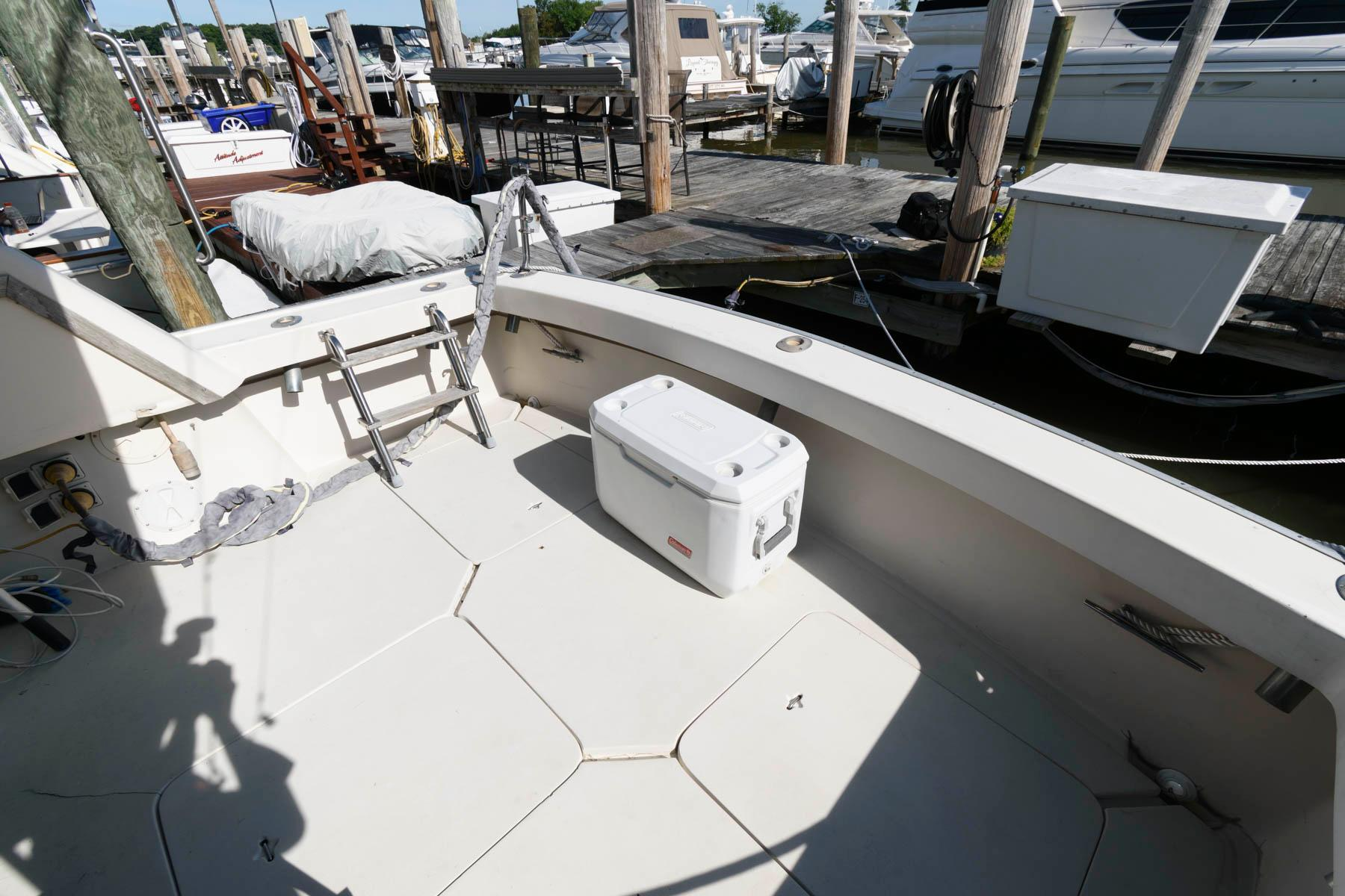 M 6236 MD Knot 10 Yacht Sales