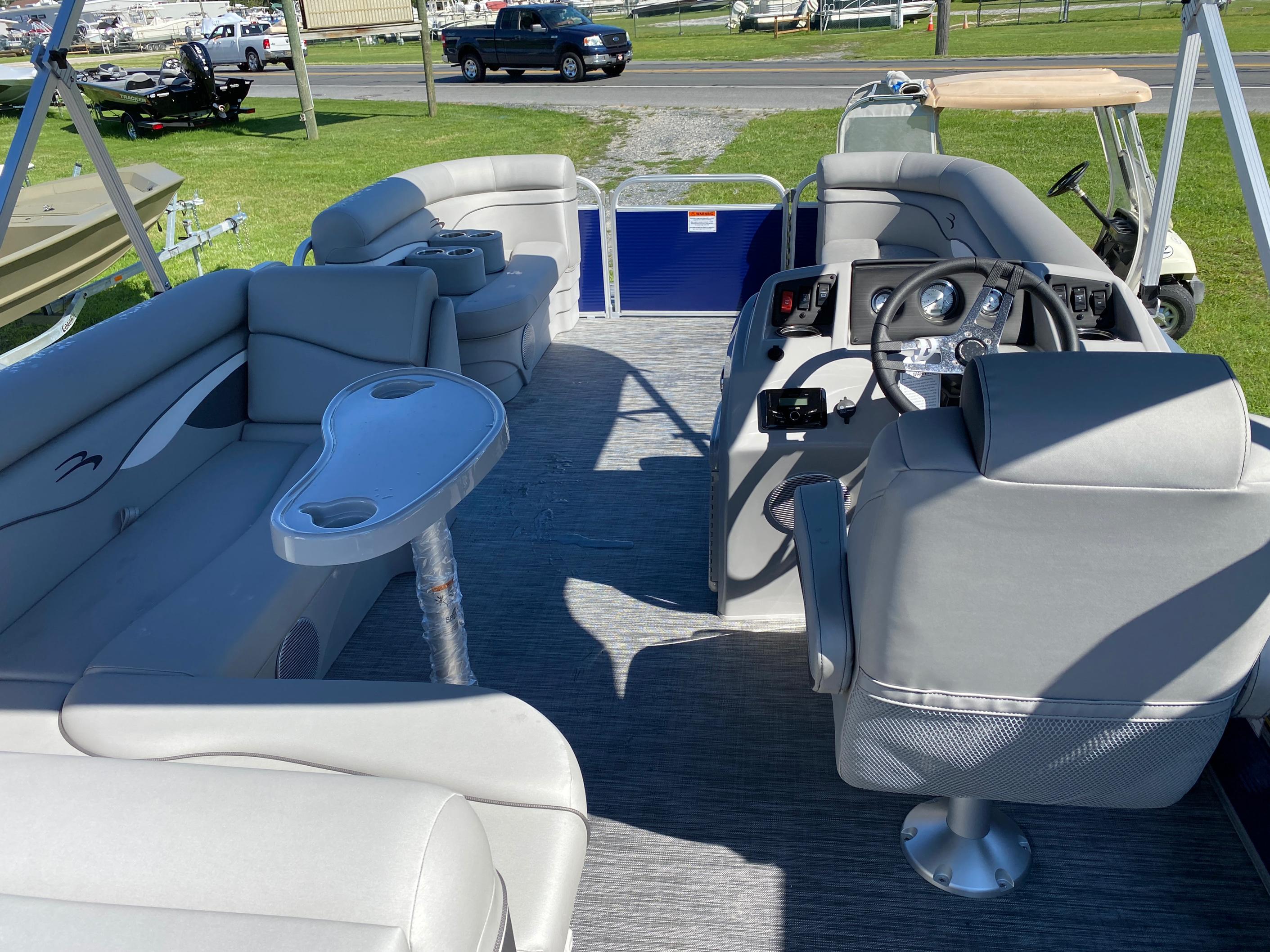 2021 Bennington boat for sale, model of the boat is 20 SVL & Image # 4 of 9