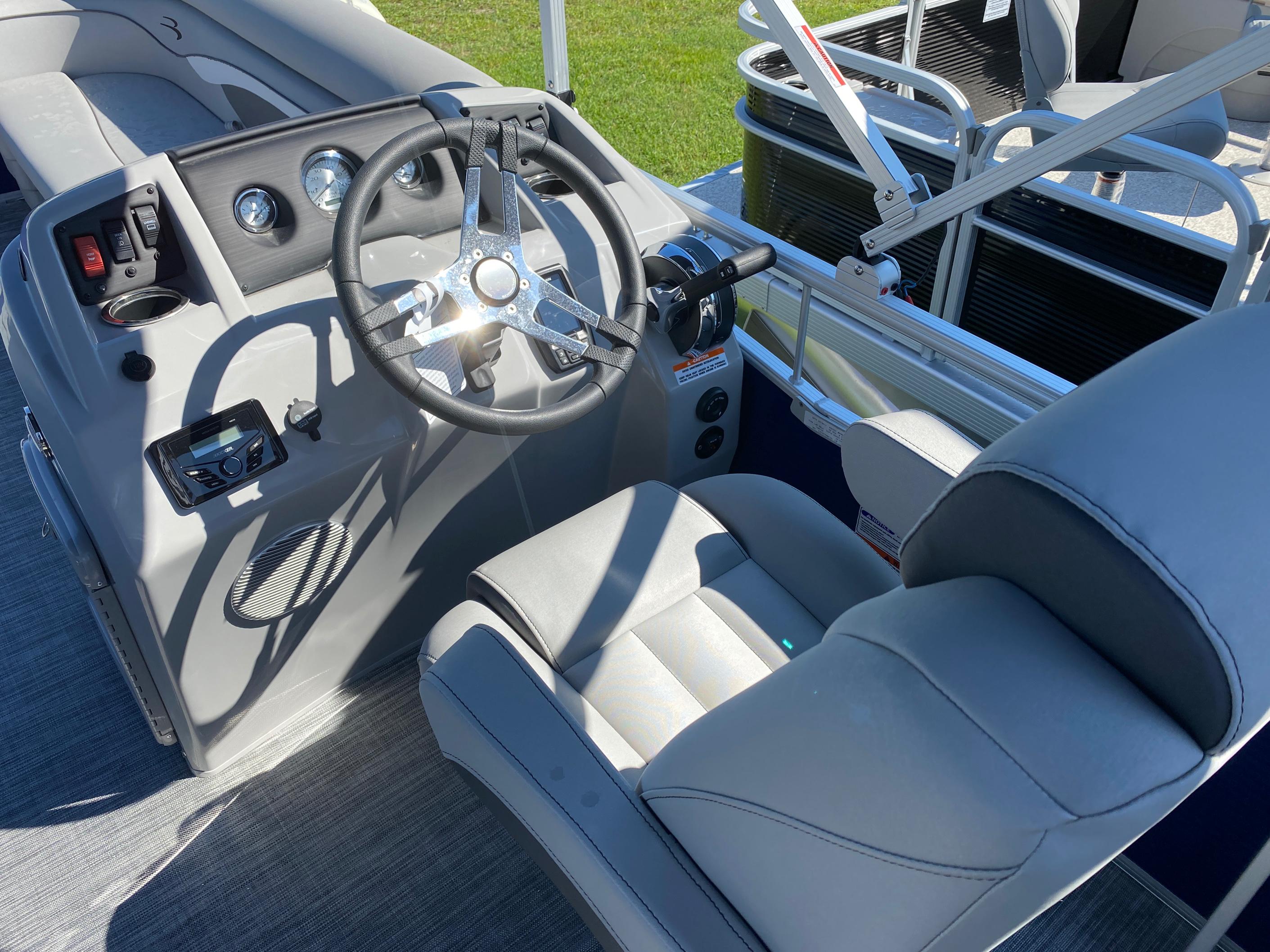 2021 Bennington boat for sale, model of the boat is 20 SVL & Image # 7 of 9