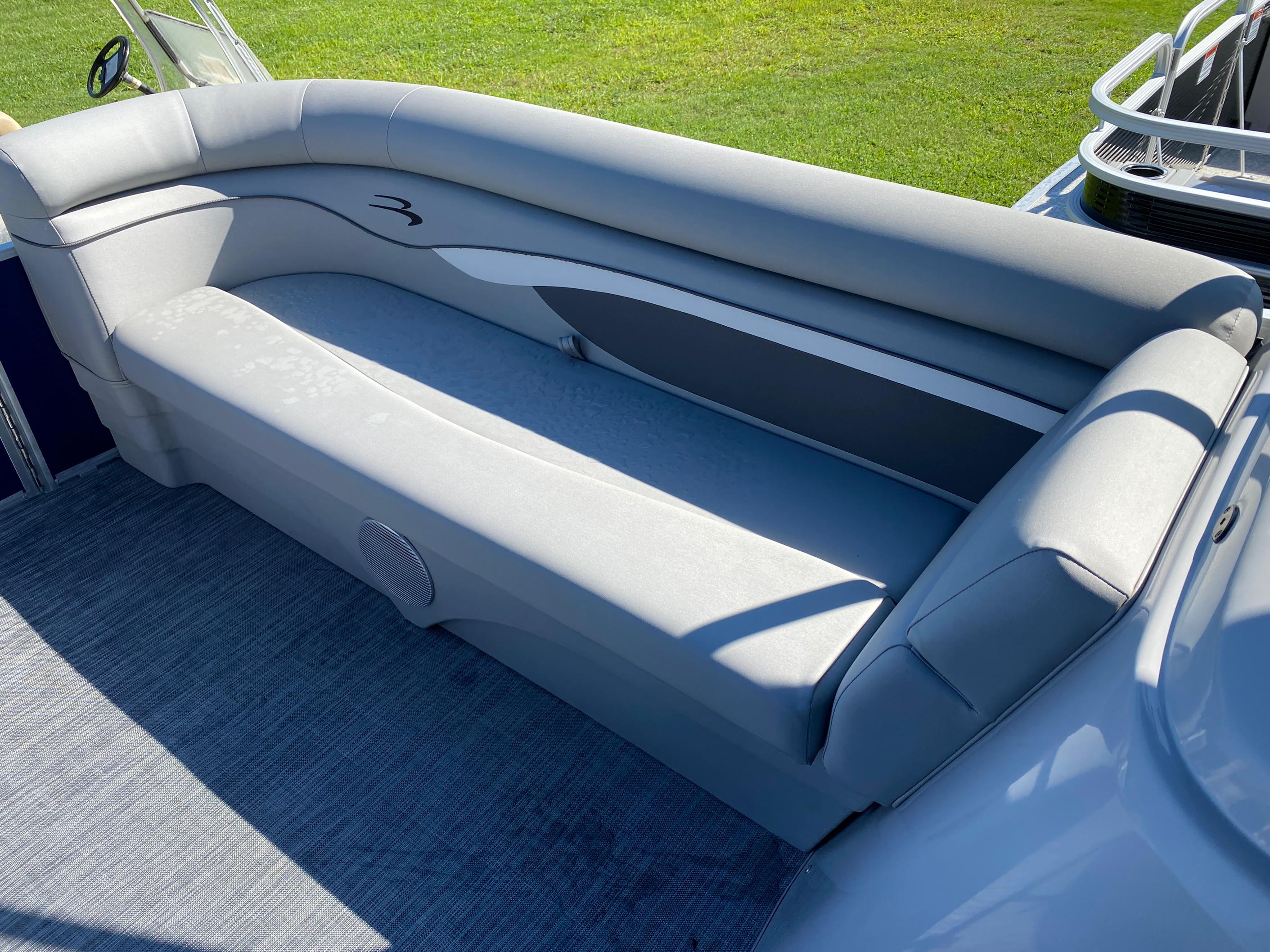 2021 Bennington boat for sale, model of the boat is 20 SVL & Image # 3 of 9