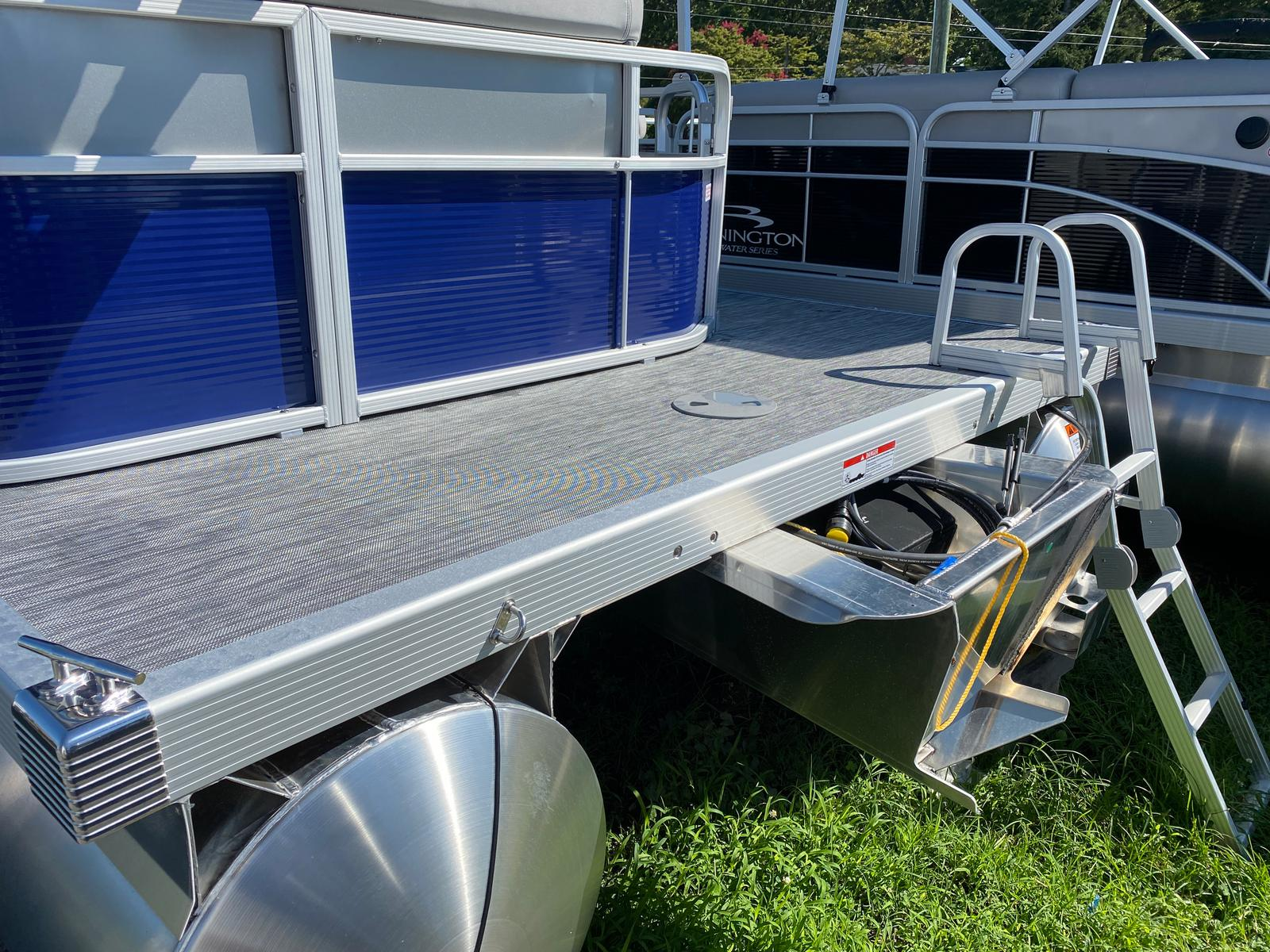 2021 Bennington boat for sale, model of the boat is 20 SVL & Image # 2 of 9