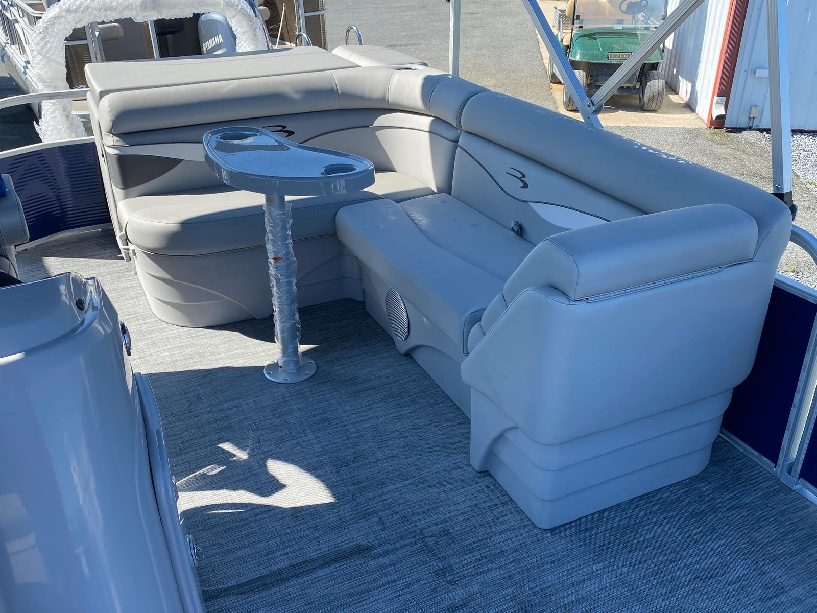2021 Bennington boat for sale, model of the boat is 20 SVL & Image # 3 of 9