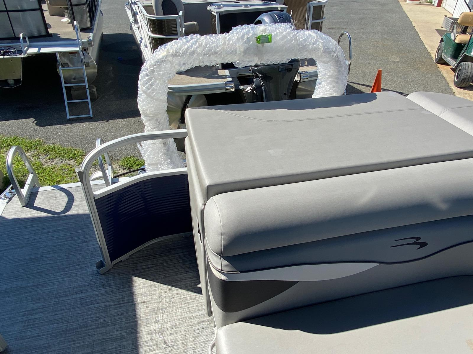 2021 Bennington boat for sale, model of the boat is 20 SVL & Image # 7 of 9