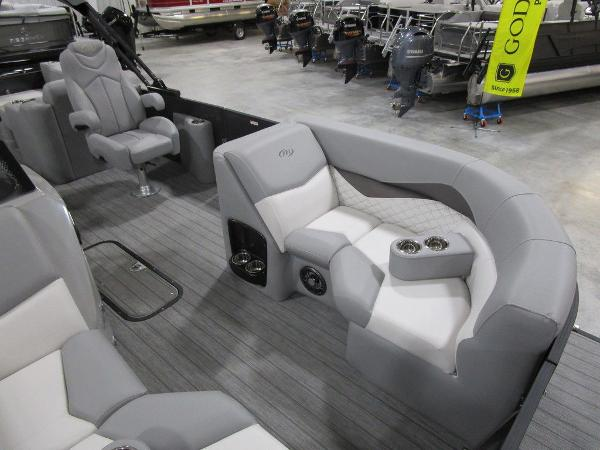 2021 Manitou boat for sale, model of the boat is SR 23 Encore SHP 373 & Image # 15 of 56