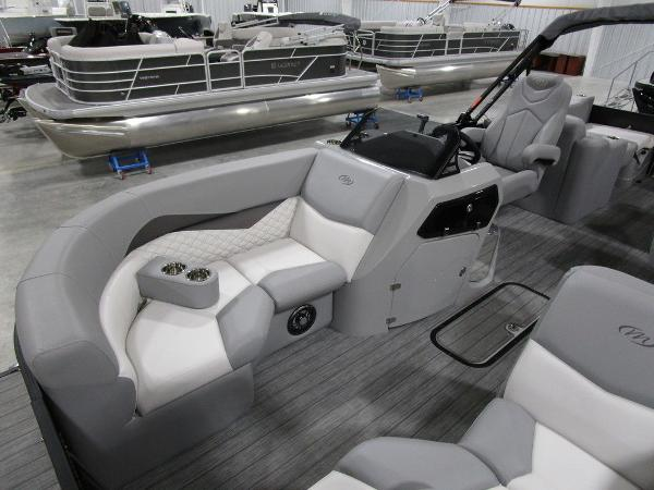 2021 Manitou boat for sale, model of the boat is SR 23 Encore SHP 373 & Image # 18 of 56