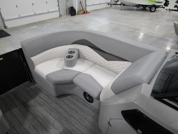 2021 Manitou boat for sale, model of the boat is SR 23 Encore SHP 373 & Image # 19 of 56