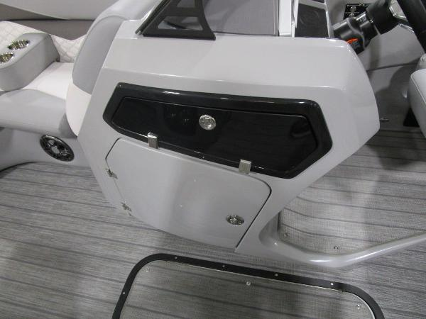 2021 Manitou boat for sale, model of the boat is SR 23 Encore SHP 373 & Image # 32 of 56