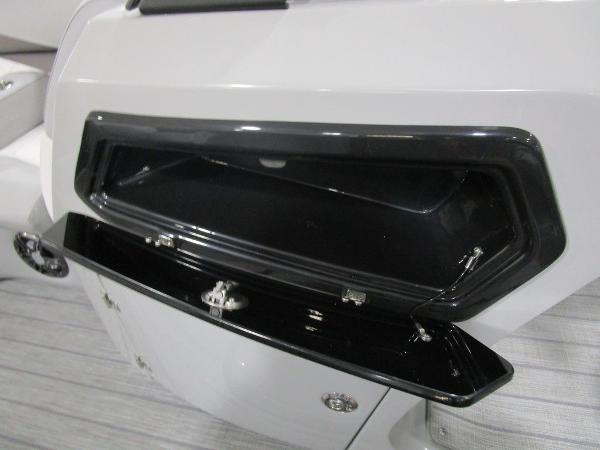 2021 Manitou boat for sale, model of the boat is SR 23 Encore SHP 373 & Image # 45 of 56