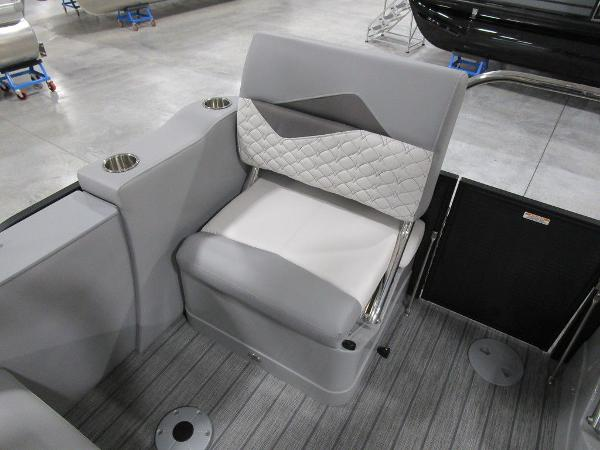 2021 Manitou boat for sale, model of the boat is SR 23 Encore SHP 373 & Image # 51 of 56