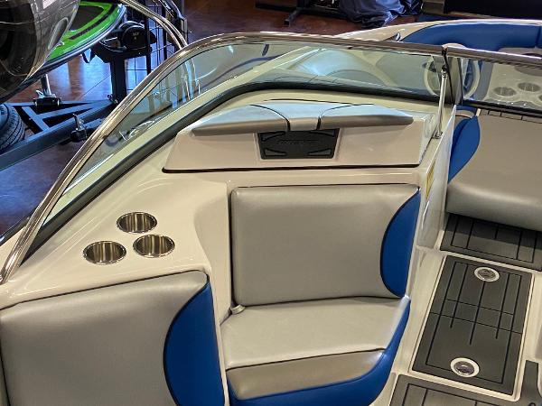 2021 Sanger boat for sale, model of the boat is 212SL & Image # 3 of 15